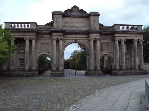 1280px-Birkenhead_Park_-_The_Grand_Entrance