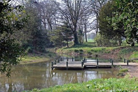 Hidden_Pond_&_Pier,_Birkenhead_Park_(geograph_2864014)