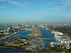 250px-London_City_Airport_Zwart