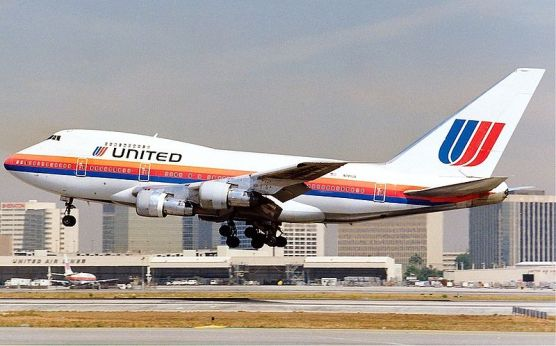 800px-United_Boeing_747SP_Maiwald