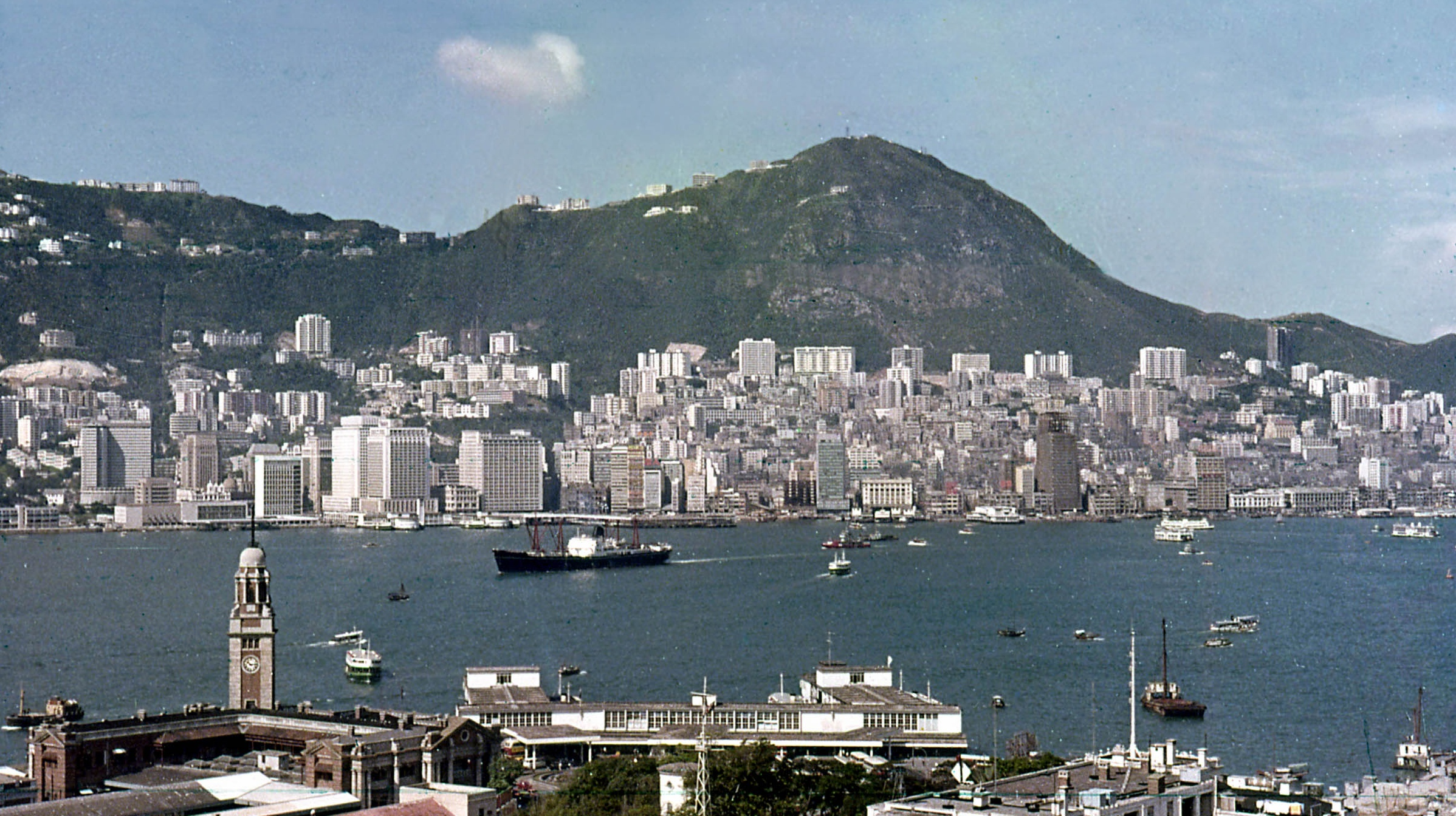 41_Pt_I_Ch_6_The_Victoria_Harbour_viewed_from_Kowloon_1965
