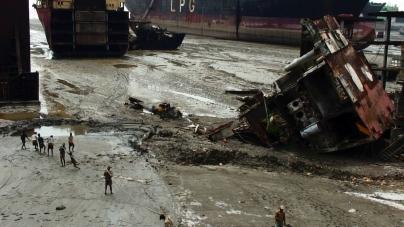 Jafrabad_Chittagong_shipbreaking_(4)