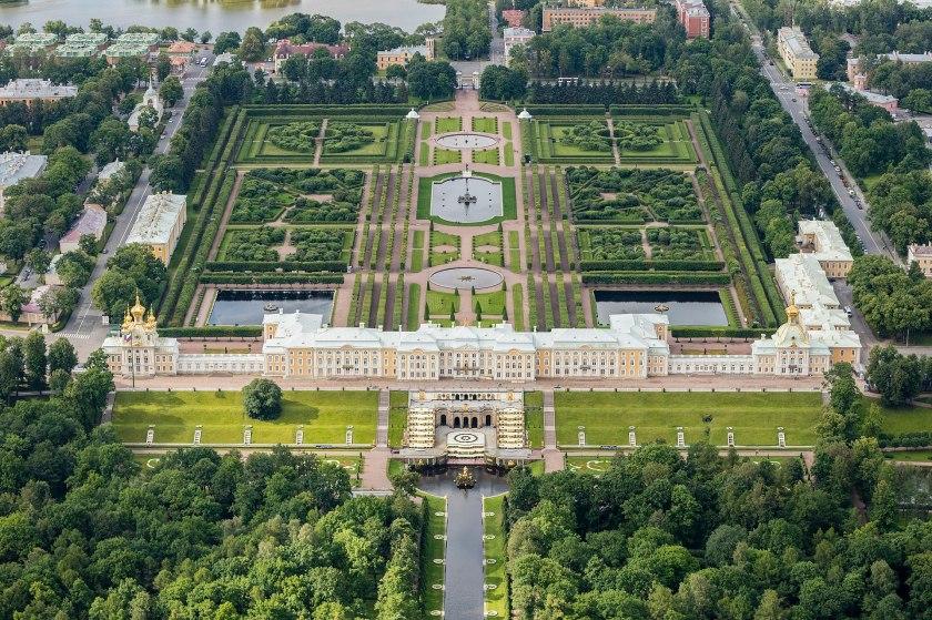 1920px-RUS-2016-Aerial-SPB-Peterhof_Palace