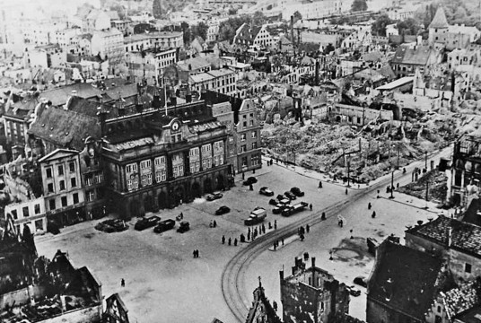 Rostock, Marktplatz mit Rathaus