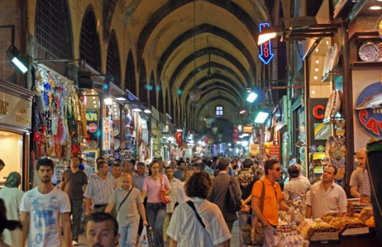 DSC01610-Istanbul-Grand-Bazaar-crowds-HHolter-618