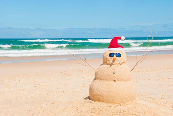 australia-beach-snowman-1