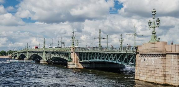 1920px-Trinity_Bridge_in_Saint_Petersburg
