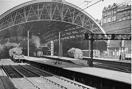 440px-Liverpool_3_Lime_Street_Station_2025960