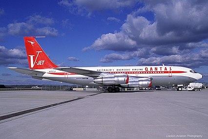 426px-Boeing_707-138B,_Jett_Clipper_Johnny_JP27930