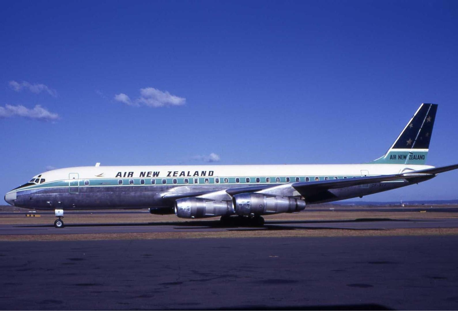 Air_New_Zealand_Douglas_DC-8_SYD_Wheatley