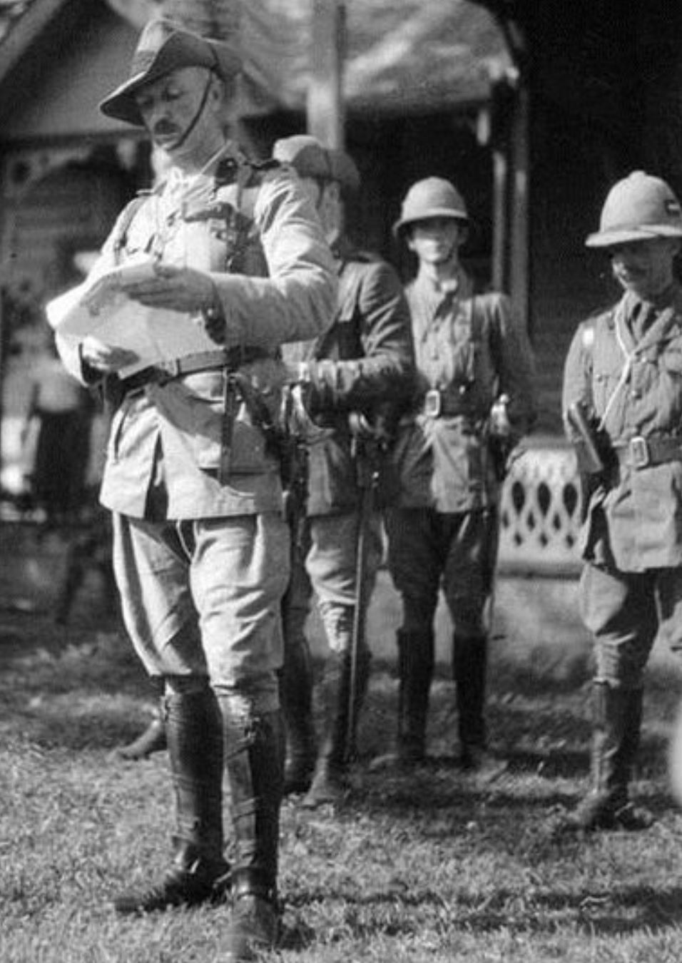Robert-Logan-reading-proclamation-of-occupation-in-Samoa-August-30-1914