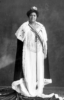 Salote_Tupou_III_of_Tonga_in_coronation_robe-crop